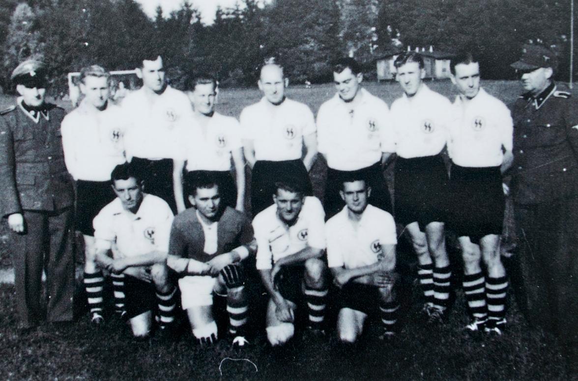 Equipde futbol dels SS a Mauthasuen