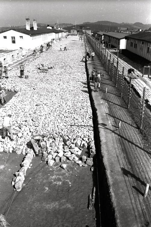 Mauthausen: Construcció dels camps