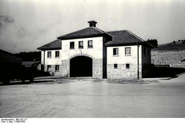 Bundesarchiv_Bild_192-171,_KZ_Mauthausen,_Jour-Haus_Lager_Gusen