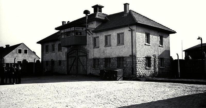Bundesarchiv_Bild_192-172,_KZ_Mauthausen,_Jour-Haus_Lager_Gusen
