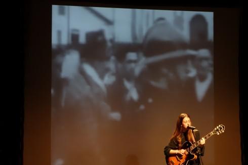 """Cristina Huerta, interpreta """"Corrandes d'exili"""". Institut Bruguers."""